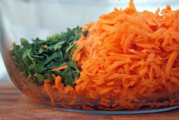 grated-carrots-and-parsley