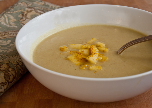 curried-cauliflower-apple-soup