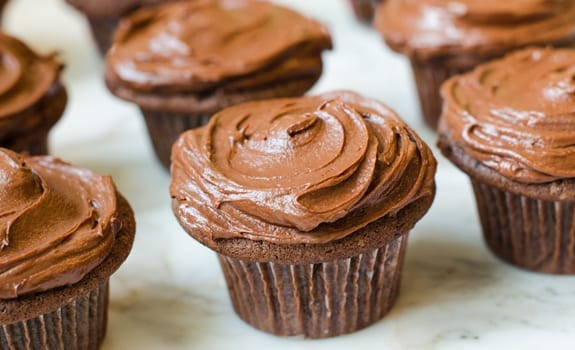 Chocolate-Cupcakes-with-Rich-Chocolate-Frosting
