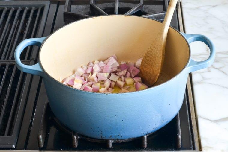 shallots in pot