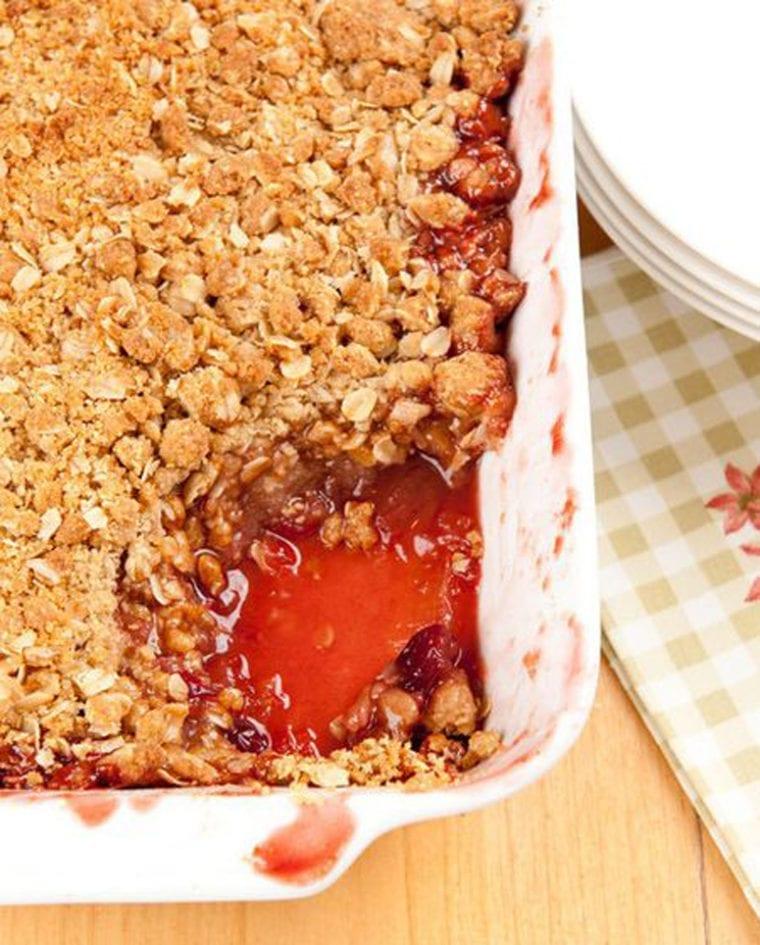 apple cranberry oat crumble