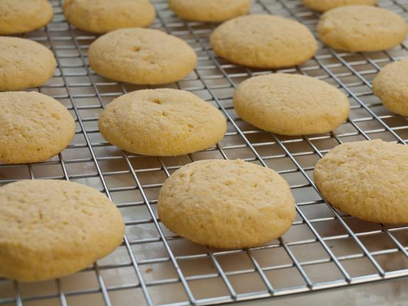 How to make Italian cornmeal cookies