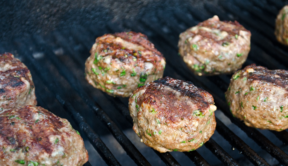 grilling-meatballs