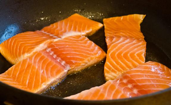 sauteing-salmon
