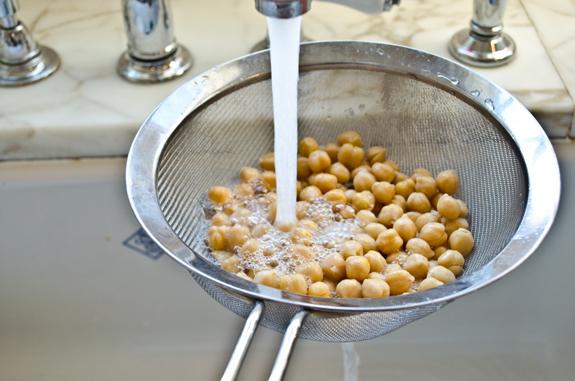 rinsing-chickpeas