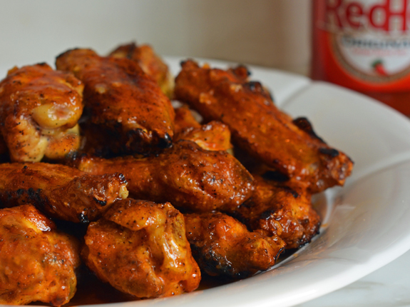 Grilled-Chicken-Wings-with-Seasoned-Buffalo-Sauce