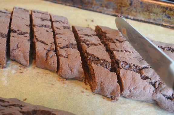 slicing-biscotti