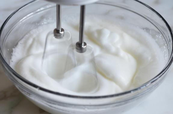 whipping-egg-whites