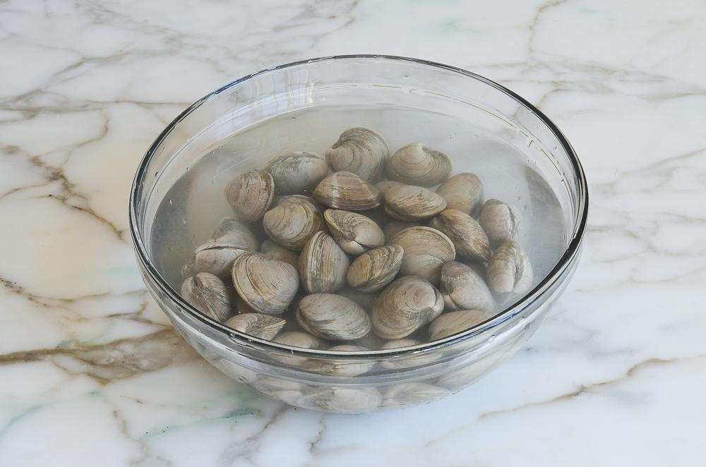soaking clams