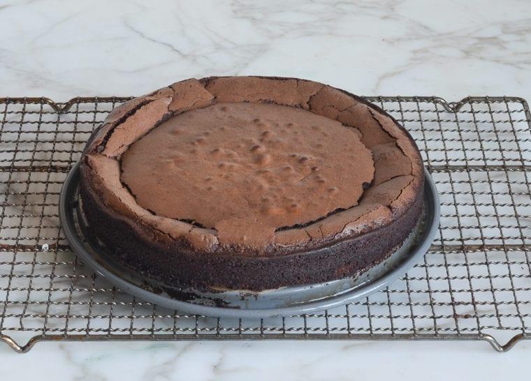 cooling flourless chocolate cake